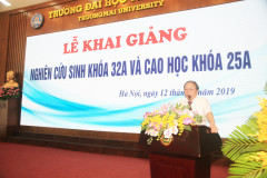 A/Prof. Dr. Nguyễn Hoàng Long speaking at the ceremony