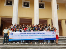 Students of Thuongmai University before leaving to attend a short-term course at the Academy of International Trade Occupation Technology, Nanning, China.